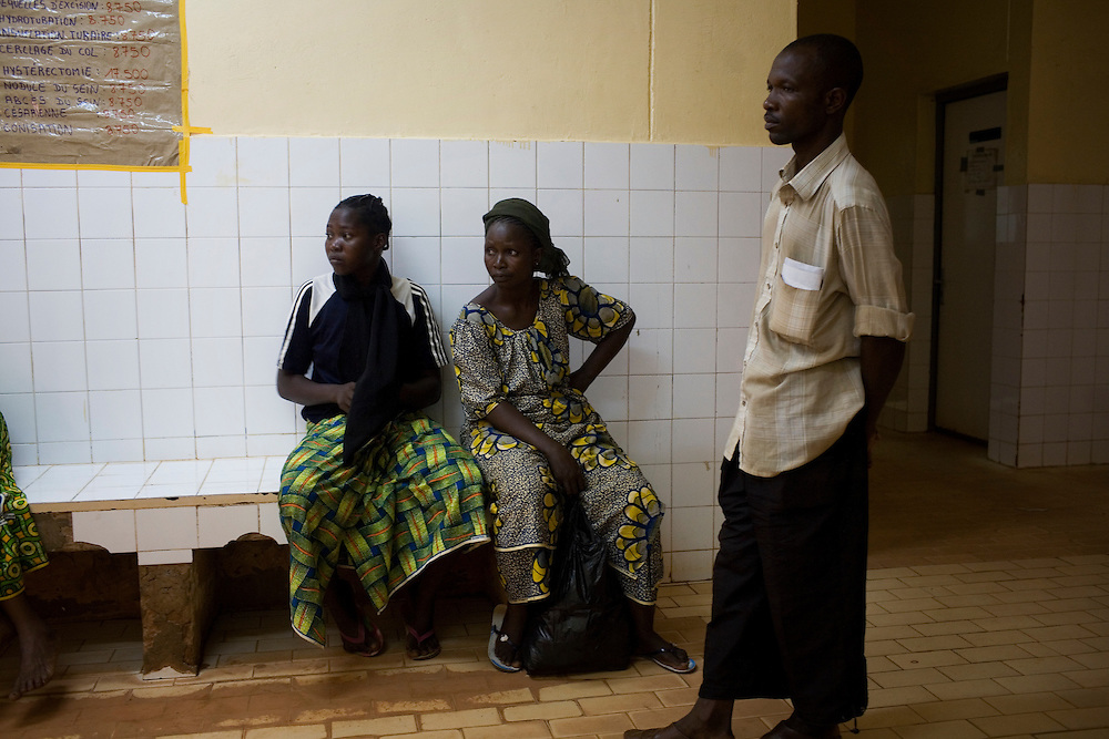 Alima's family wait for news in the waiting room while they watch other emergency cases beeing brought in. Hospital Yalgado, Ouagadougou, Burkina Faso