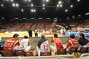 DESCRIZIONE : Milano  Lega A 2011-12 EA7 Emporio Armani Milano Scavolini Siviglia Pesaro play off semifinale gara 1<br /> GIOCATORE : tifosi palazzetto<br /> CATEGORIA : tifosi pubblico esultanza<br /> SQUADRA : EA7 Emporio Armani Milano<br /> EVENTO : Campionato Lega A 2011-2012 Play off semifinale gara 1 <br /> GARA : EA7 Emporio Armani Milano Scavolini Siviglia Pesaro<br /> DATA : 29/05/2012<br /> SPORT : Pallacanestro <br /> AUTORE : Agenzia Ciamillo-Castoria/ GiulioCiamillo<br /> Galleria : Lega Basket A 2011-2012  <br /> Fotonotizia : Milano  Lega A 2011-12 EA7 Emporio Armani Milano Scavolini Siviglia Pesaro play off semifinale gara 1<br /> Predefinita :