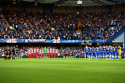 30.04.2014, Stamford Bridge, London, ENG, UEFA CL, FC Chelsea vs Atletico Madrid, Halbfinale, Rueckspiel, im Bild Teams line up for a minutes silence // Teams line up for a minutes silence during the UEFA Champions League Round of 4, 2nd Leg Match between Chelsea FC and Club Atletico de Madrid at the Stamford Bridge in London, Great Britain on 2014/05/01. EXPA Pictures &copy; 2014, PhotoCredit: EXPA/ Mitchell Gunn<br /> <br /> *****ATTENTION - OUT of GBR*****