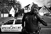 James Amica, 32 ans, est agent de police à Kennesaw. Il me raconte que s'il était un civil, il aurait tout de même une arme à la maison, pour sa protection. Cependant, il croit que l'accès aux armes devrait être plus contrôlé. Après le vote de loi en 1982, le taux de cirme a chuté de 75 % en un an et il se maintient ainsi. Kennesaw, USA.
