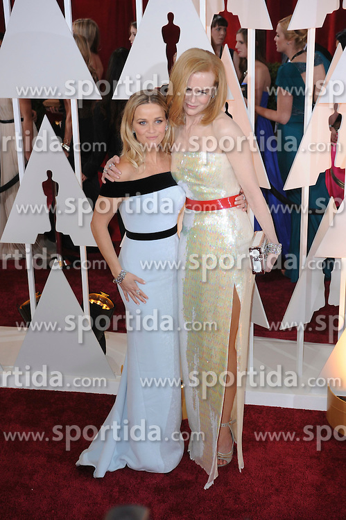 22.02.2015, Dolby Theatre, Hollywood, USA, Oscar 2015, 87. Verleihung der Academy of Motion Picture Arts and Sciences, im Bild Reese Witherspoon &amp; Nicole Kidman // attends 87th Annual Academy Awards at the Dolby Theatre in Hollywood, United States on 2015/02/22. EXPA Pictures &copy; 2015, PhotoCredit: EXPA/ Newspix/ PGMP<br /> <br /> *****ATTENTION - for AUT, SLO, CRO, SRB, BIH, MAZ, TUR, SUI, SWE only*****