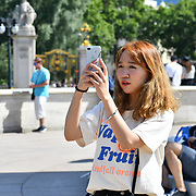 London, UK. 27 June 2019. UK Weather - Asian girl taking a selfies at the Hottest week in June 2019 at Buckingham Palace, London, UK