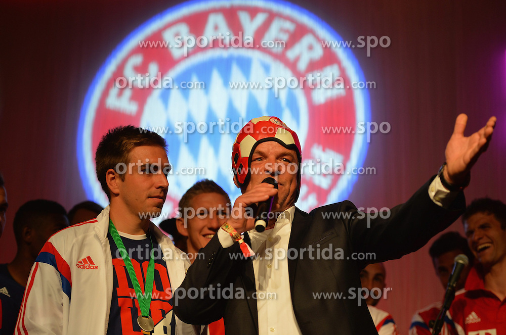 17.05.2014, T Com, Berlin, GER, DFB Pokal, Bayern Muenchen Pokalfeier, im Bild Philipp Lahm celebrates Philipp Lahm, // during the FC Bayern Munich &quot;DFB Pokal&quot; Championsparty at the T Com in Berlin, Germany on 2014/05/17. EXPA Pictures &copy; 2014, PhotoCredit: EXPA/ Eibner-Pressefoto/ EIBNER<br /> <br /> *****ATTENTION - OUT of GER*****