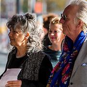 NLD/Amsterdam/20171014 - Besloten erdenkingsdienst overleden burgemeester Eberhard van der Laan, Freek de Jonge en partner Hella Asser