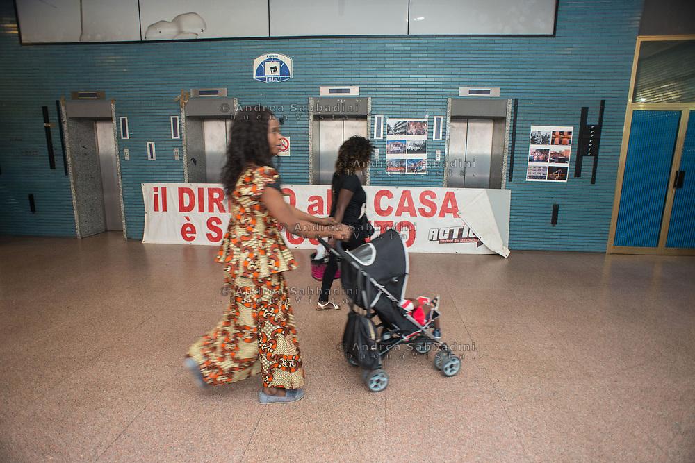 Roma, 07/06/2017: Donne africane nella casa occupata Spin Time Labs.<br /> &copy; Andrea Sabbadini