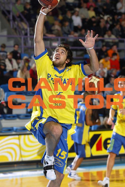 DESCRIZIONE : Faenza Lega A2 2005-06 Andrea Costa Imola Premiata Montegranaro <br /> GIOCATORE : Rodriguez <br /> SQUADRA : Premiata Montegranaro <br /> EVENTO : Campionato Lega A2 2005-2006 <br /> GARA : Andrea Costa Imola Premiata Montegranaro <br /> DATA : 11/12/2005 <br /> CATEGORIA : <br /> SPORT : Pallacanestro <br /> AUTORE : Agenzia Ciamillo-Castoria/M.Marchi