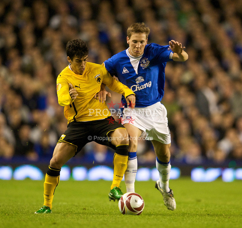LIVERPOOL, ENGLAND - Thursday, September 17, 2009: Everton's Dan Gosling in action against AEK Athens during the UEFA Europa League Group Stage match at Goodison Park. (Pic by David Rawcliffe/Propaganda)