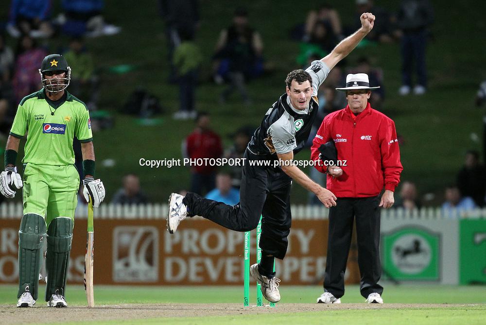 Kyle Mills. New Zealand Black Caps v Pakistan, Match 2. Twenty 20 Cricket match at Seddon Park, Hamilton, New Zealand. Tuesday 28 December 2010. Photo: Andrew Cornaga/photosport.co.nz