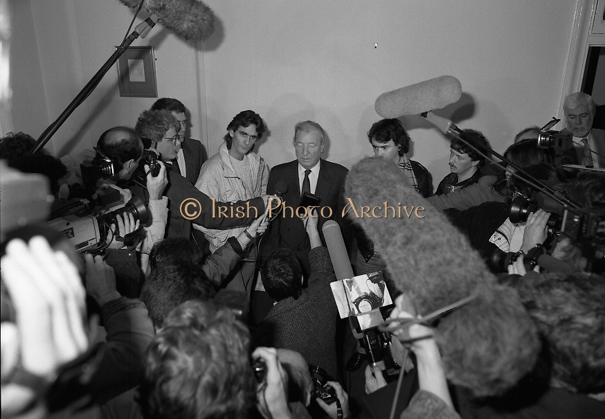 Taoiseach Meets With Guildford Four.   T9..1989..03.11.1989..11.03.1989..3rd November 1989..An Taoiseach, Charles Haughey TD,met  with Paul Hill and Gerard Conlon,two of the Guildford Four. The Guildford Four had been wrongly convicted of a pub bombing and were subsequently released on appeal after 14 years. They had not been compensated for their time in prison and were meeting with the Taoiseach to highlight the injustices they had suffered...Image shows the media scrum at the photocall with Paul Hill and Gerard Conlon in Government Buildings in Dublin.