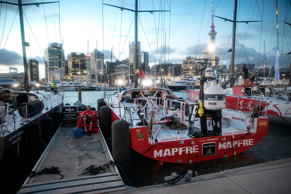 © Maria Muina I MAPFRE. MAPFRE docking in Auckland after the arrival. El MAPFRE en el pantalán tras su llegada a Auckland.