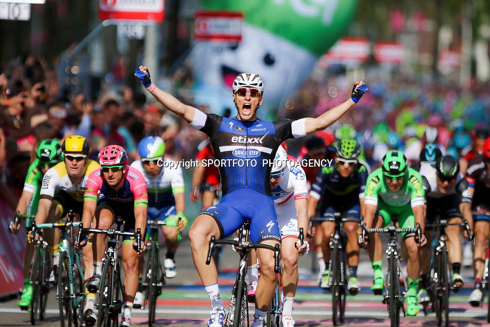 07-05-2016: Wielrennen: Giro: NijmegenNIJMEGEN (NED) wielrennen Tussen Arnhem en Nijmegen reden de renners de eerste etappe van de 99e Giro Italia. In de sprint ging de winst naar de Duitser Marcel Kittel (Etixx)