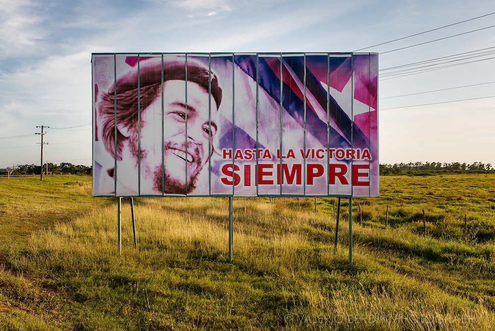 "A poster of Che Guevara with his famous quote ""Hasta la victoria siempre"" (""Until victory, always!"") lit by the warm afternoon light in a road approaching Cienfuegos, in the centre of Cuba"