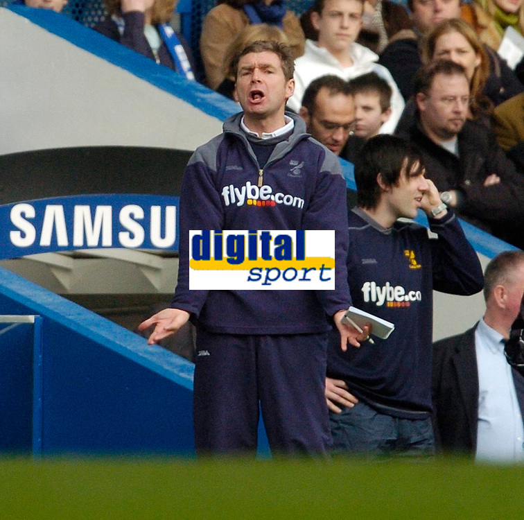 Photo: Leigh Quinnell.<br /> Chelsea v Norwich City. The FA Cup. 17/02/2007.<br /> Norwich boss Peter Grant shouts to his players.