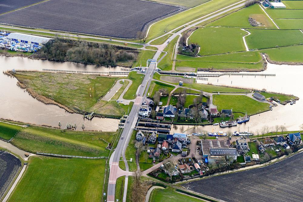 Nederland, Friesland, Gemeente Dongeradeel, 28-02-2016; Dokkumer Nieuwe Zijlen, buurtschap en sluiscomplex. Spui- en schutsluizen tussen Dokkumerdiep en voormalige Lauwerszee.<br /> <br /> luchtfoto (toeslag op standard tarieven);<br /> aerial photo (additional fee required);<br /> copyright foto/photo Siebe Swart