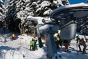 Skilift, Wurmberg, Skihang, Skifahrer, Wald, Schnee, Winter, Braunlage, Harz, Niedersachsen, Deutschland | ski lift, Wurmberg skiing, forest, snow, winter, Braunlage, Harz, Lower Saxony, Germany