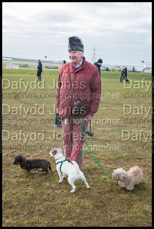 DAVID ABEL-SMITH; , The Heythrop Hunt Point to Point. Cockle barrow. 25 January 2015