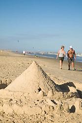 Castelo de areia na praia./Sand castles on beach