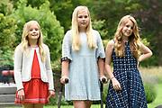 Koninklijke fotosessie 2016 op landgoed De Horsten ( het huis van de koninklijke familie)  in Wassenaar.<br /> <br /> Royal photoshoot 2016 at De Horsten estate (the home of the royal family) in Wassenaar.<br /> <br /> Op de foto / On the photo: Prinses Amalia, Alexia en Ariane  / princesses Amalia, Alexia and Ariane