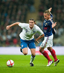 17.11.2010, Wembley Stadium, London, ENG, Freundschaftliches Laenderspiel, England vs Frankreich, im Bild England's Andy Carroll in action against France's Philippe Mexes// during the International Friendly match England vs France in London at Wembley Stadium on 17/11/2010, EXPA Pictures © 2010, PhotoCredit: EXPA/ Propaganda/ D. Rawcliffe *** ATTENTION *** UK OUT!
