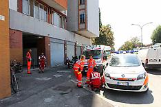 20120816 PSICOPATICO CON COLTELLO ARRESTATO GRATTACIELO