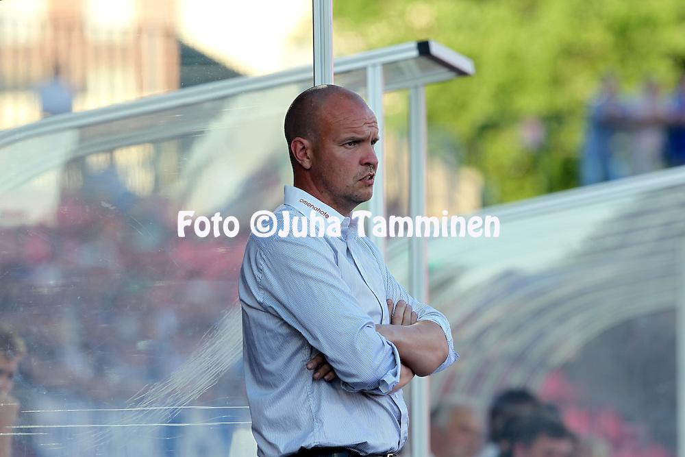05.07.2010, Ratina, Tampere..Veikkausliiga 2010, Tampere United - Vaasan Palloseura..Valmentaja Tommi Pikkarainen - VPS.©Juha Tamminen.