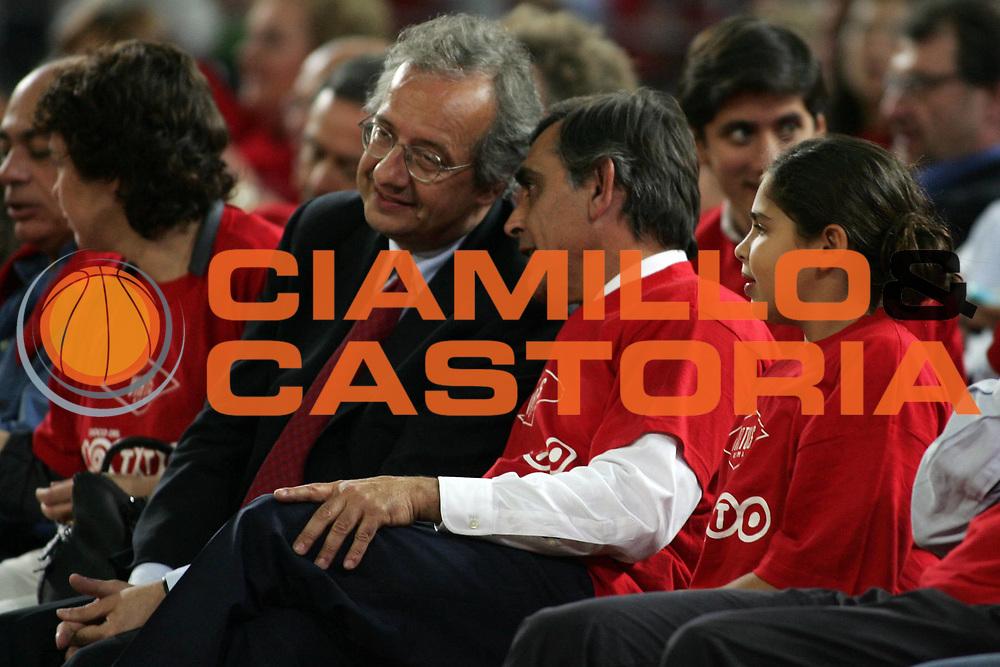 DESCRIZIONE : Roma Lega A1 2005-06 Play Off Quarti Finale Gara 2 Lottomatica Virtus Roma Montepaschi Siena<br /> GIOCATORE : Veltroni Toti<br /> SQUADRA : Lottomatica Virtus Roma<br /> EVENTO : Campionato Lega A1 2005-2006 Play Off Quarti Finale Gara 2 <br /> GARA : Lottomatica Virtus Roma Montepaschi Siena <br /> DATA : 20/05/2006 <br /> CATEGORIA : <br /> SPORT : Pallacanestro <br /> AUTORE : Agenzia Ciamillo-Castoria/E.Castoria