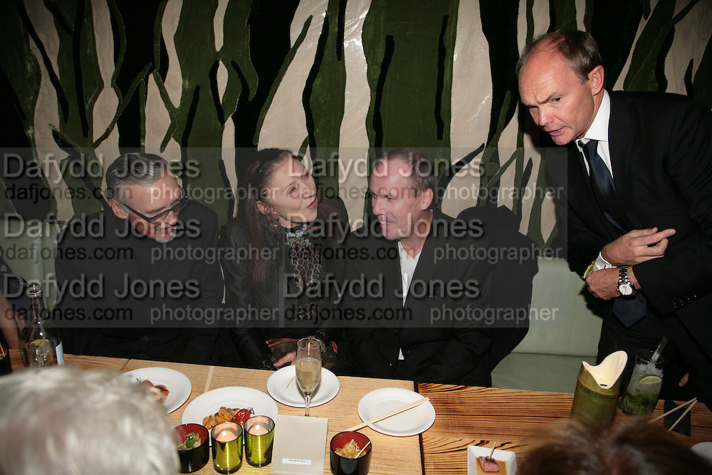 DENNIS HOPPER, POLLY KARPEDIAS AND RICHARD PRINCE. Party hosted by Larry Gagosian at Nobu, Berkeley St. London. 9 October 2007. -DO NOT ARCHIVE-© Copyright Photograph by Dafydd Jones. 248 Clapham Rd. London SW9 0PZ. Tel 0207 820 0771. www.dafjones.com.