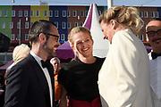 Amsterdam Diner in de Heineken Music Hall. De opbrengst van het benefietdiner gaat naar onderzoek van de aidsactivisten die vorig jaar omkwamen bij de vliegramp met de MH17.<br /> <br /> Op de foto:  Prinses Mabel met haar zus Nicoline Wisse Smit