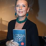 NLD/Bergen/20131114 - Boekpresentatie Saskia Noort - Debet, Saskia Noort met haar nieuwe boek Debet