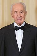 Offici&euml;le foto voorafgaand aan het banket in paleis Noordeinde, op de laatste dag van het driedaags officieel bezoek van Peres aan Nederland.<br /> <br /> Official photo prior to the banquet at Noordeinde Palace, on the last day of the three-day official visit to the Netherlands Peres.<br /> <br /> Op de foto / On the Photo: <br /> <br /> <br />  Israelische president Shimon Peres / the Israeli President Shimon Peres