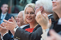 29 JAN 2016, BERLIN/GERMANY:<br /> Manuela Schwesig, SPD, Bundesfamilienministerin, Vorstellung von Martin Schulz als Kanzlerkandidat der SPD zur Bundestagswahl, nach der Nominierung durch den SPD-Parteivorstand, Willy-Brandt-Haus<br /> IMAGE: 20170129-01-034<br /> KEYWORDS: Applaus, applaudieren, klatschen