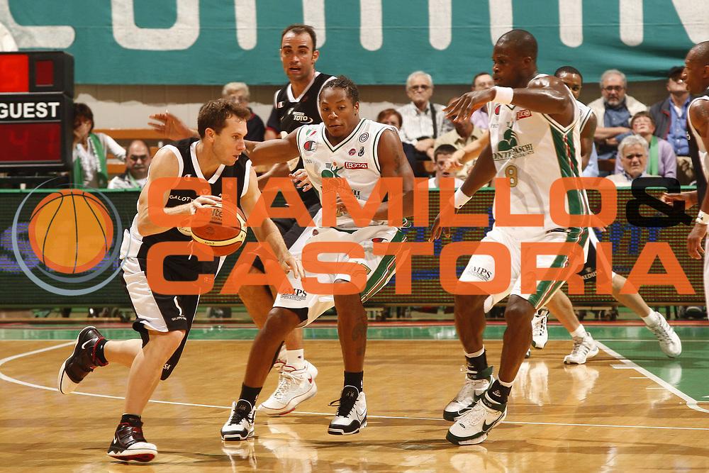 DESCRIZIONE : Siena Lega A 2009-10 Supercoppa Sisal Matchpoint Montepaschi Siena Virtus Bologna<br /> GIOCATORE : brett blizzard<br /> SQUADRA : Montepaschi Siena<br /> EVENTO : Campionato Lega A 2009-2010<br /> GARA : Montepaschi Siena Virtus Bologna<br /> DATA : 04/10/2009<br /> CATEGORIA : tiro champion<br /> SPORT : Pallacanestro<br /> AUTORE : Agenzia Ciamillo-Castoria/P.Lazzeroni<br /> Galleria : Lega Basket A 2009-2010<br /> Fotonotizia : Siena Lega A 2009-10 Supercoppa Sisal Matchpoint Montepaschi Siena Virtus Bologna<br /> Predefinita :