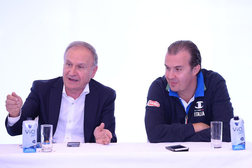 DESCRIZIONE: Berlino EuroBasket 2015 - Allenamento<br /> GIOCATORE: Gianni Petrucci Simone Pianigiani<br /> CATEGORIA: Conferenza Stampa<br /> SQUADRA: Italia Italy<br /> EVENTO:  EuroBasket 2015 <br /> GARA: Berlino EuroBasket 2015 - Allenamento<br /> DATA: 04-09-2015<br /> SPORT: Pallacanestro<br /> AUTORE: Agenzia Ciamillo-Castoria/M.Longo<br /> GALLERIA: FIP Nazionali 2015<br /> FOTONOTIZIA: Berlino EuroBasket 2015 - Allenamento