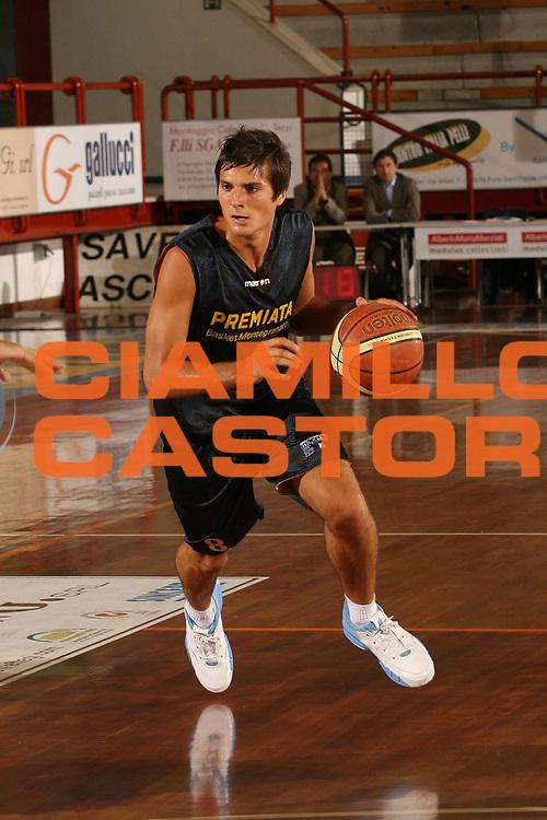 DESCRIZIONE : Porto San Giorgio Lega A1 2007-08 Amichevole Premiata Montegranaro Prima Veroli<br /> GIOCATORE : Andrea Cinciarini<br /> SQUADRA : Premiata Montegranaro <br /> EVENTO : Campionato Lega A1 2007-2008<br /> GARA : Premiata Montegranaro Prima Veroli<br /> DATA : 05/09/2007<br /> CATEGORIA : Palleggio<br /> SPORT : Pallacanestro<br /> AUTORE : Agenzia Ciamillo-Castoria/M.Marchi