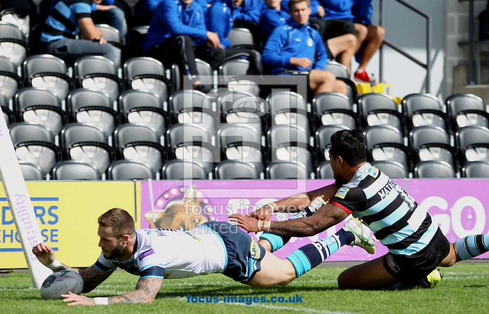 Zak Hardaker of Leeds Rhinos scores the try against London Broncos during the First Utility Super League match at The Hive Stadium, Harrow<br /> Picture by Stephen Gaunt/Focus Images Ltd +447904 833202<br /> 17/08/2014
