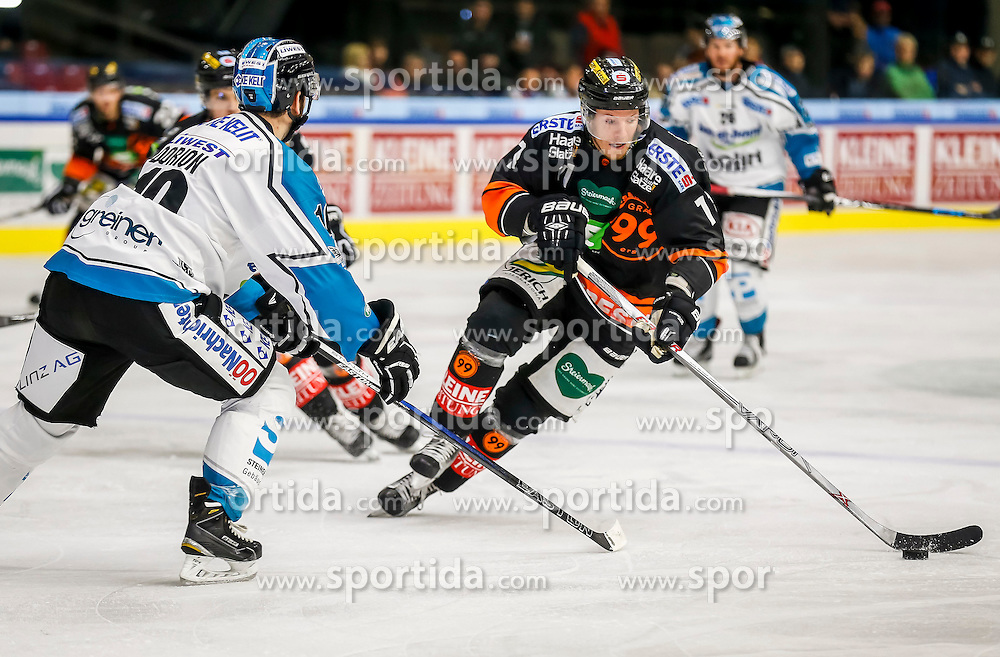 11.10.2015, Eisstadion Liebenau, Graz, AUT, EBEL, Moser Medical Graz 99ers vs EHC Liwest Blackwings Linz, 10. Runde, im Bild Zintis Zusevics (EC Graz 99ers) und Niklas Mayrhauser (EHC Liwest Black Wings Linz) // during the Erste Bank Icehockey League 10th Round match between Moser Medical Graz 99ers and EHC Liwest Black Wings Linz at the Ice Stadium Liebenau, Graz, Austria on 2015/10/11, EXPA Pictures © 2015, PhotoCredit: EXPA/ Erwin Scheriau