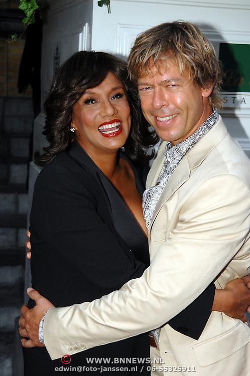 NLD/Amsterdam/20061018 - Uitreiking Beau Monde Awards 2006, Patty brard en partner Antoine van de Vijver