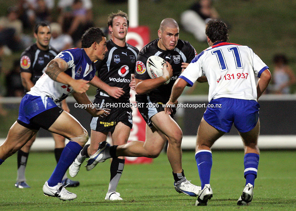 Warriors prop Russell Packer on the charge at the pre season NRL match between the Warriors and Bulldogs at North Harbour Stadium, Auckland, New Zealand, on Saturday 3 March 2007. Photo: Andrew Cornaga/PHOTOSPORT