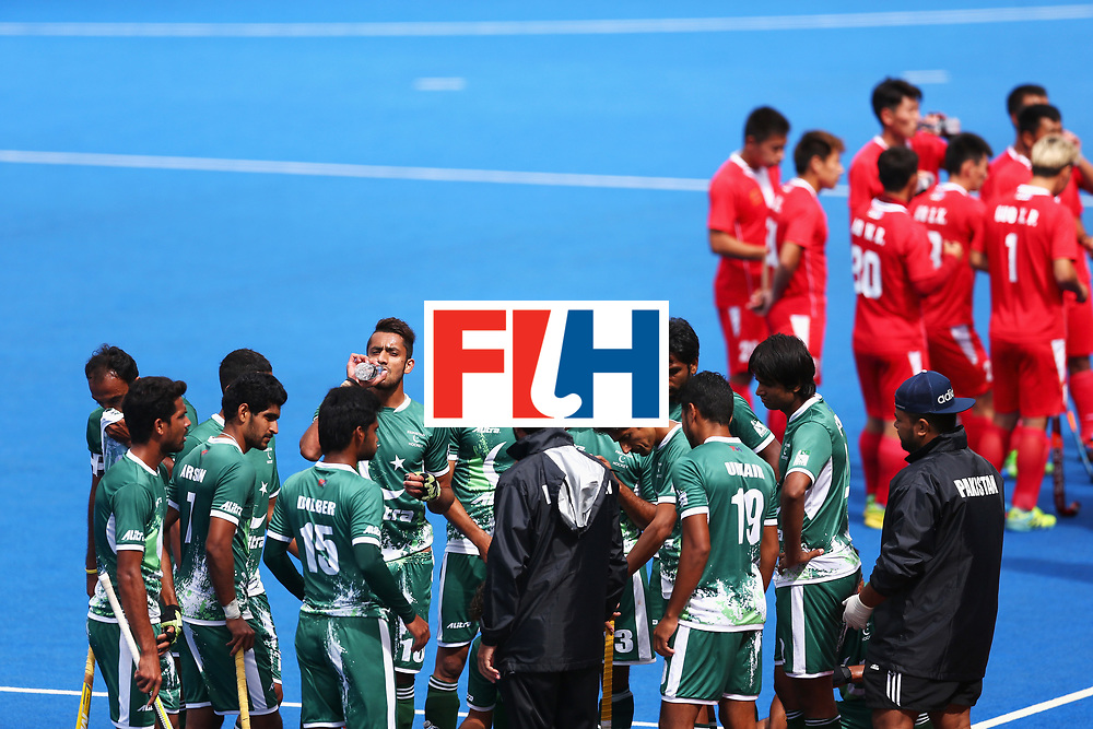 LONDON, ENGLAND - JUNE 25: The Pakistan team take on water during a break during the 7th/8th place match between Pakistan and China on day nine of the Hero Hockey World League Semi-Final at Lee Valley Hockey and Tennis Centre on June 25, 2017 in London, England.  (Photo by Steve Bardens/Getty Images)