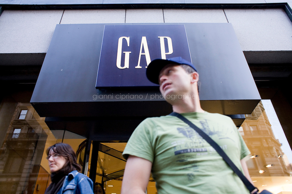 4 October, 2008. Customers exit the Gap store in Herald Square. As the financial crisis spread last month, many retailers hit the panic button, offering more generous discounts than they did at the same time last year. But the promotions did little to convince cautious shoppers to open their wallets.<br /> <br /> ©2008 Gianni Cipriano for The Wall Street Journal<br /> cell. +1 646 465 2168 (USA)<br /> cell. +1 328 567 7923 (Italy)<br /> gianni@giannicipriano.com<br /> www.giannicipriano.com