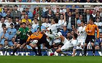 Fotball<br /> Championship 2004/05<br /> Leeds v Wolves<br /> 2. april 2005<br /> Foto: Digitalsport<br /> NORWAY ONLY<br /> Carl Cort Wolves scores 1st goal past Neil Sullivan Leeds United