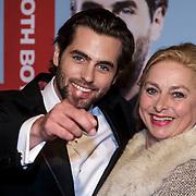 NLD/Amsterdam/20150119 - Premiere film Homies, Manuel Broekman en moeder Anke van 't Hof