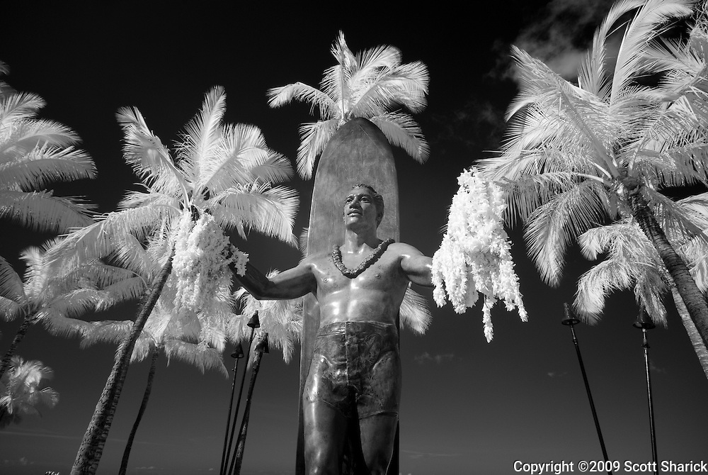 Infrared picture of the Duke Kahanamoku statue in Waikiki.