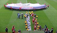 Fussball 1. Bundesliga :  Saison   2009/2010   10. Spieltag  24.10.2009 FC Bayern Muenchen - Eintracht Frankfurt  ALLGEMEIN , Einlaufen der Teams in die ALLIANZ ARENA