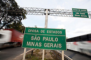 Extrema_MG, Brasil...Placa de localizacao na BR 381 em Extrema...The location sign in BR 381 in Extrema...Foto: LEO DRUMOND / NITRO....