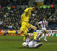 Photo: Mark Stephenson.<br />West Bromwich Albion v Leeds United. The FA Cup. 06/01/2007.<br />Leed's Tori-Andre Flow  (L) is slide tackeled.