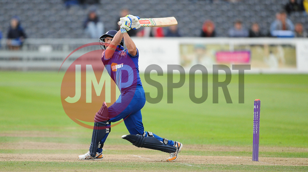 Gloucestershire's Geraint Jones hits the winning six for Gloucestershire.  - Mandatory byline: Alex Davidson/JMP - 07966386802 - 26/08/2015 - Cricket - County Ground -Bristol,England - Gloucestershire v Hampshire  - Royal London One Day Cup Quarter-Final - Quarter Final