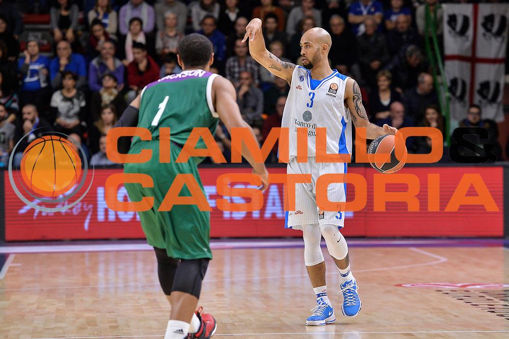 DESCRIZIONE : Eurolega Euroleague 2015/16 Gir.D Dinamo Banco di Sardegna Sassari - Unicaja Malaga<br /> GIOCATORE : David Logan<br /> CATEGORIA : Palleggio Schema Mani<br /> SQUADRA : Dinamo Banco di Sardegna Sassari<br /> EVENTO : Eurolega Euroleague 2015/2016<br /> GARA : Dinamo Banco di Sardegna Sassari - Unicaja Malaga<br /> DATA : 10/12/2015<br /> SPORT : Pallacanestro <br /> AUTORE : Agenzia Ciamillo-Castoria/L.Canu