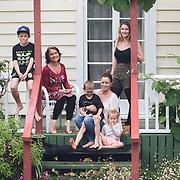 Pipa & family