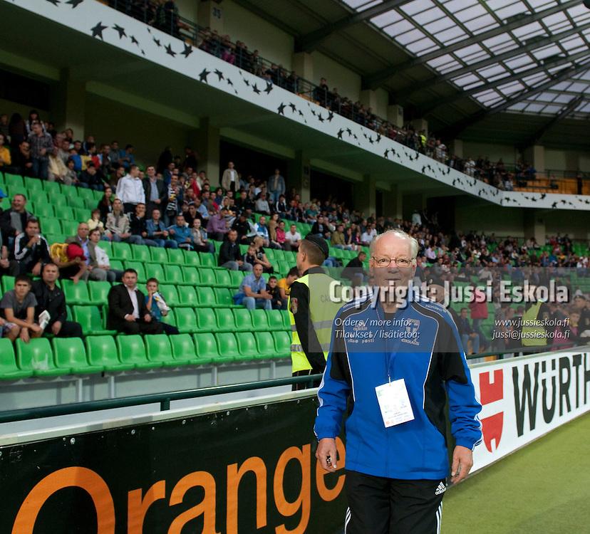 Huoltaja Gunnar Yliharju. Moldova - Suomi. Jalkapallon EM-karsintaa. Chisinau, Moldova 2.9.2010. Photo: Jussi Eskola